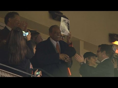 COL@SF: Metallica sings Happy Birthday to Willie Mays