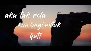 Video AZMI - Pernah (Lirik Video) download MP3, 3GP, MP4, WEBM, AVI, FLV Juli 2018