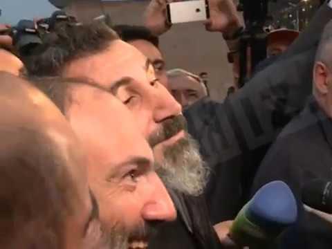 Лидер System Of A Down спел на митинге сторонников Пашиняна в Ереване