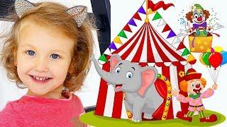 ERIKA VA AL CIRCO EN RUSIA Y LE ENCANTAN LOS ANIMALES   Toys and Erika