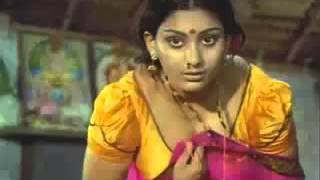 Repeat youtube video Deepa Unnimary bendin n showin n clevage - YouTube