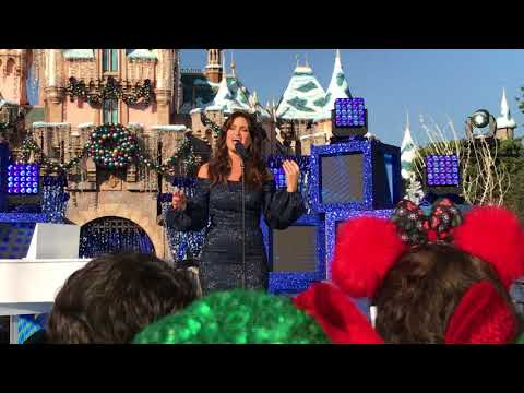 """Idina Menzel sings """"When You Wish Upon A Star"""" at Disneyland"""