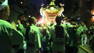 町会神輿の夜の渡御。2012年5月26日午後7時頃から撮影。一葉記念館のあ...