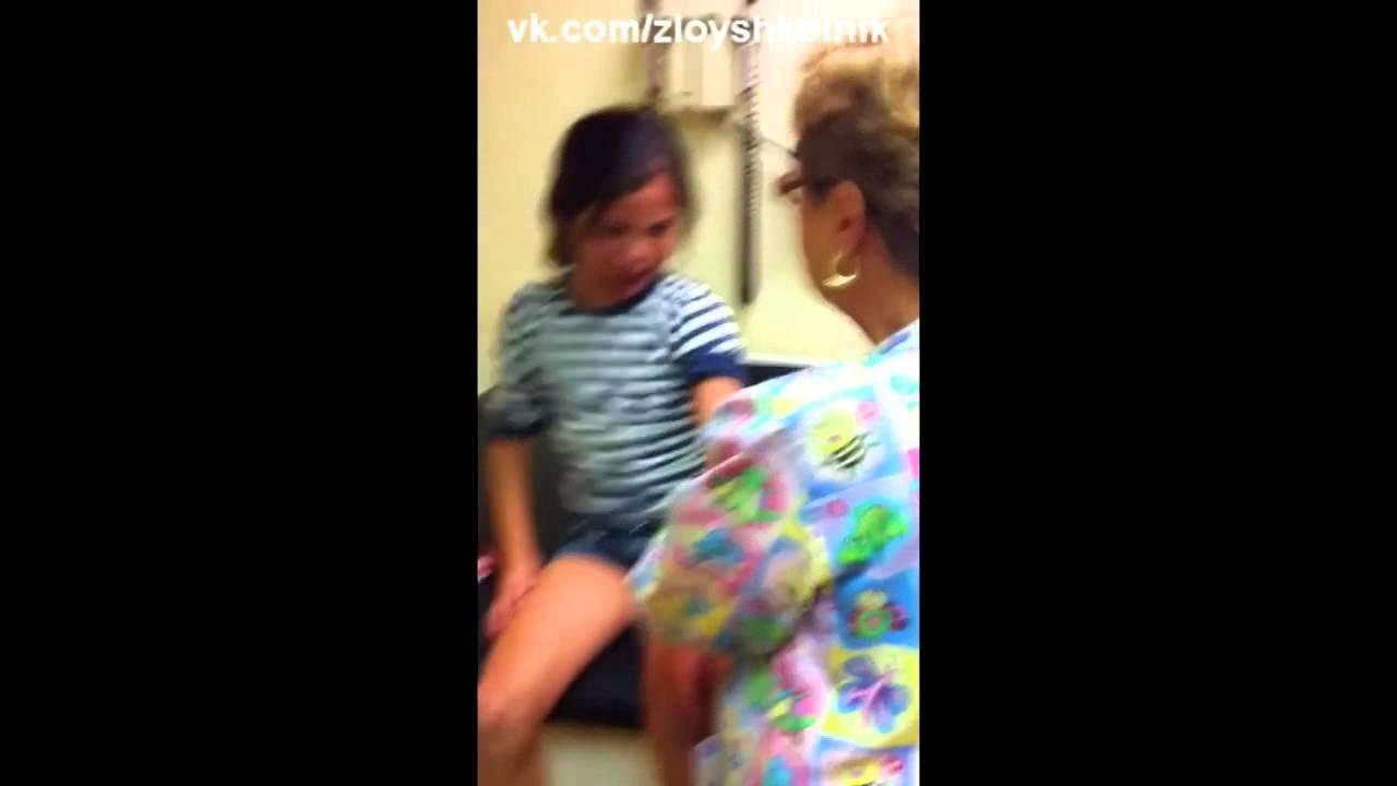 Женщина снимает штаны и ей делают клизму видео фото 594-567