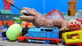 きかんしゃトーマスにスーパーマリオとアンパンマンがのってるよぉ~♪バイキンマンが線路に恐竜のたまごをおいちゃったよぉ~♪ディーゼル10...