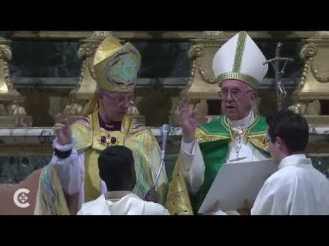 Pope, Archbishop of Canterbury pray together