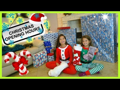 OPENING CHRISTMAS PRESENTS 2017 / MY FAMILY PRANK ME 'SISTER FOREVER'