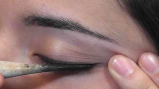 Applying Sormeh by Zan to Your Eyes Part 2 Thumbnail