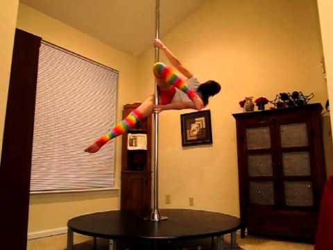 Dakota Fox - Spinning Pole demonstration (Beginner techniques)