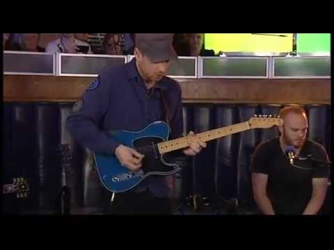 Coldplay - We Found Love [Rihanna Cover] (BBc Live Lounge 27-10-2011)