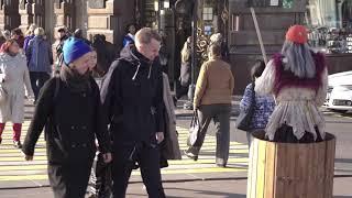 Баба яга на улицах Санкт-Петербурга