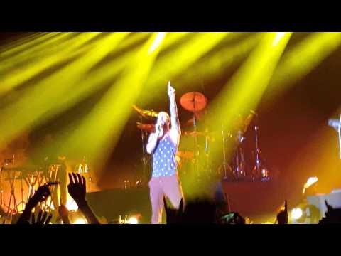 【4K】Maroon5 V Tour Concert in Hong Kong 2015 - Payphone