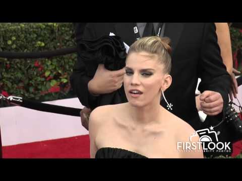 Anna Chlumsky arrives at the 2016 SAG Awards