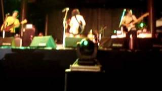 2007 Formoz Festival, Taiwan. ライブ演奏中に峯田が全裸になり。