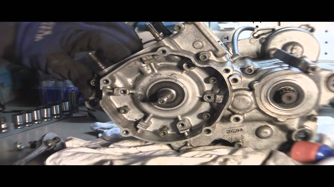 yz125 tear down part 5 splitting 2 stroke engine case cases youtube rh youtube com 125Cc Bike 125Cc Bicycle Engine Kit