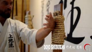 Técnicas de Uechi Ryu 上地流 en Makiwara 巻藁
