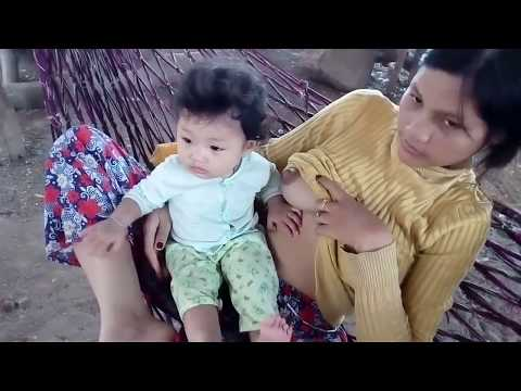 Breastfeeding Baby Playing - Bayi Mainan Saat Disusui thumbnail