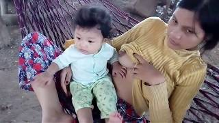Video Breastfeeding Baby Playing - Bayi Mainan Saat Disusui download MP3, 3GP, MP4, WEBM, AVI, FLV Oktober 2018