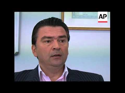 Greeks prefer euro, despite nostalgia for drachma and crisis