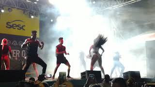 Iza torce o joelho, cai no palco e continua com show no Rio de Janeiro; veja o vídeo