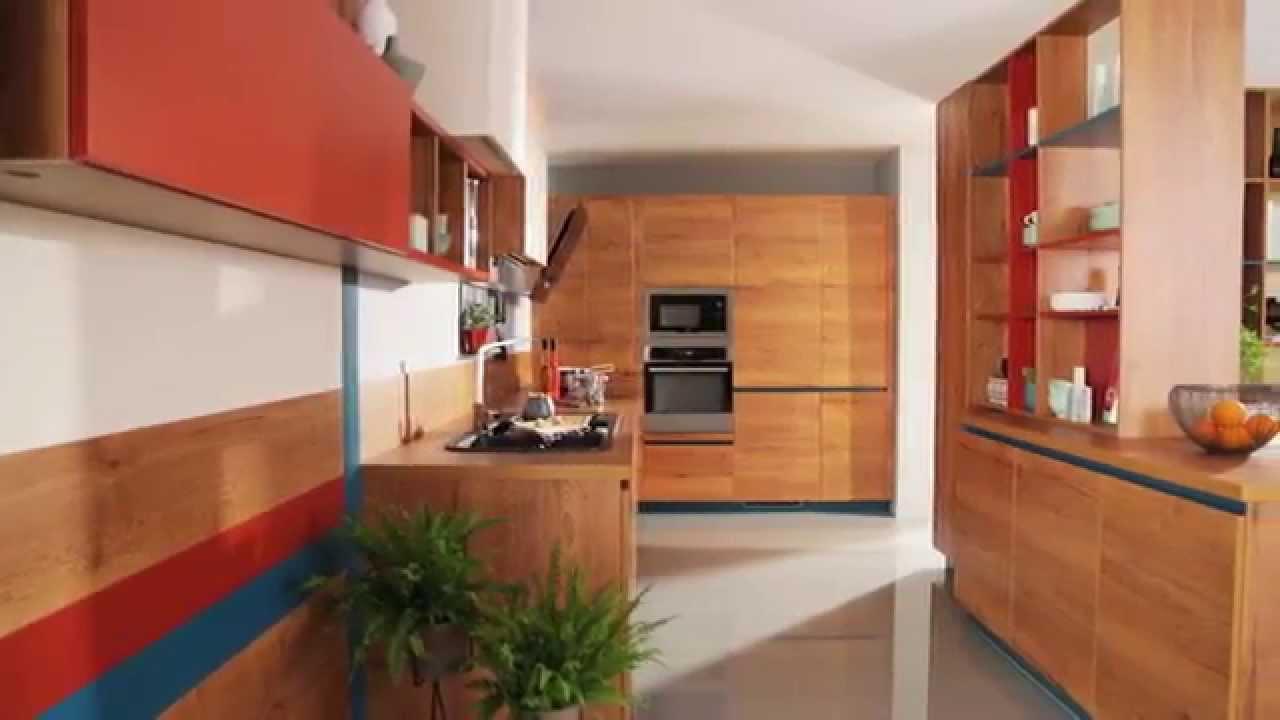 Stort køkken i 50'er ånd med glade farver   youtube