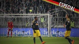 Chuva de bolas de tênis no protesto da torcida do Frankfurt contra a DFB na Alemanha.