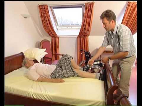 l 39 aide quotidienne debout couch et rehaussement dans le lit une personne youtube