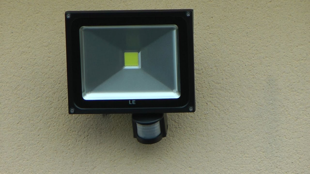Comment installer un projecteur led d tecteur de for Installer un lampadaire exterieur