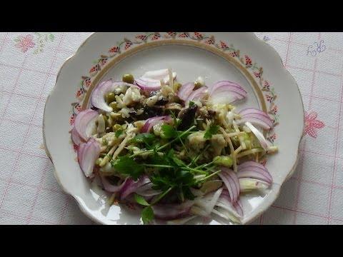 Диетический салат с грибами и курицей