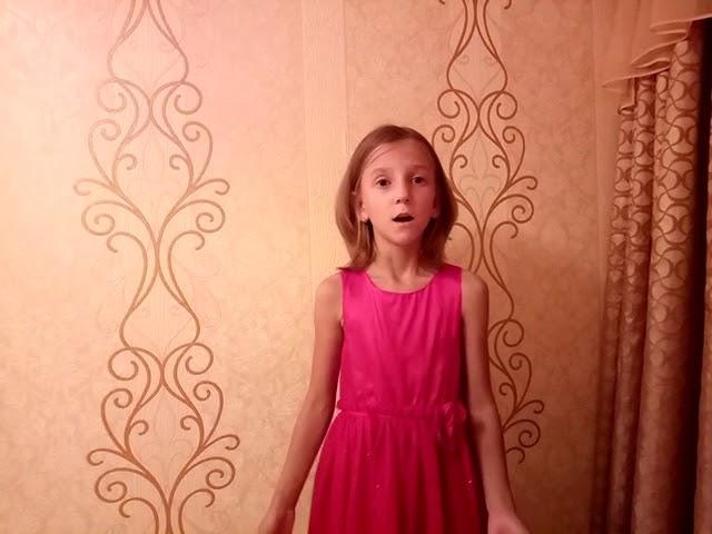 Изображение предпросмотра прочтения – ЕлизаветаЖабенко читает произведение «Песня последней встречи» А.А.Ахматовой