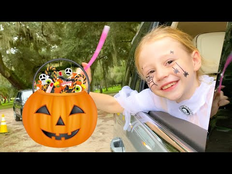 Настя и влог в парке развлечений на Хэллоуин