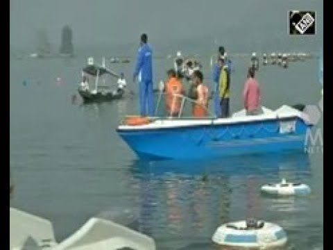 India News - Locals in Indian Kashmir participate in a boat race aimed at promoting tourism