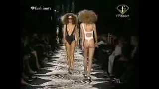 Repeat youtube video Catwalk Lingerie Extreme 17