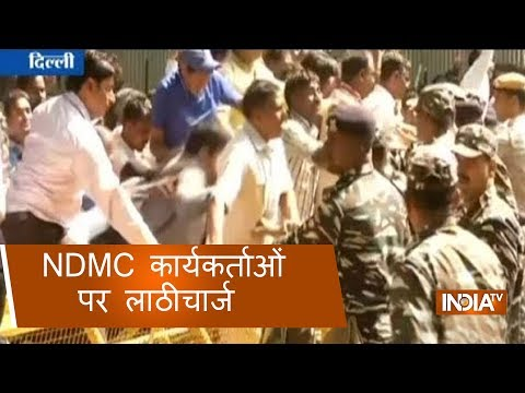 Police lathicharge over protesting NDMC workers at Jantar Mantar in Delhi