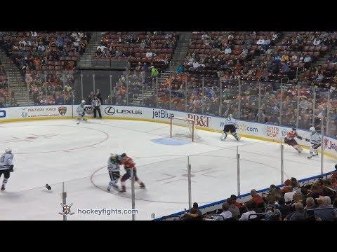 Antoine Roussel vs Jamie McGinn Nov 14, 2017