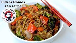 Fideos chinos con carne y vegetales -Deliciosa comida asiática