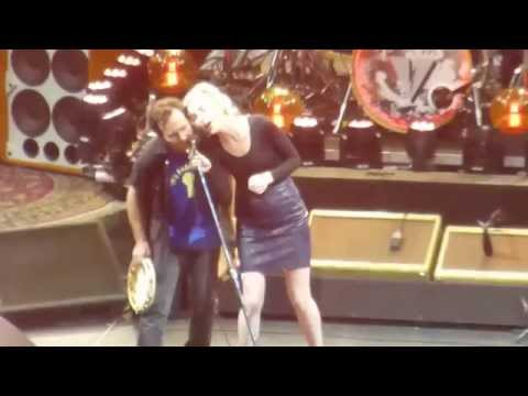 Pearl Jam with St. Vincent & Carrie Brownstein - Rockin' in the Free World (Dallas 11.15.13) HD