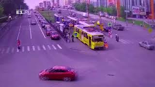 Взбесившийся трамвай в Екатеринбурге поехал без водителя