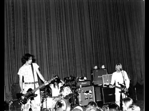 Nirvana - Crest Theatre, Sacramento, CA (06-17-1991) AUD#1