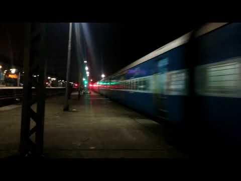 High speed WAP7 with 12105 - Mumbai Gondia Vidarbha Express skips Thane
