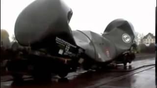 Вакуум сдавливает цистерну(Железнодорожная цистерна сплющивается вакуумом., 2013-11-14T16:39:04.000Z)