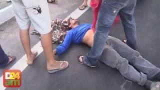Repeat youtube video Homem tem o braço decepado em perseguição policial