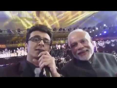 "Sonu Nigam Sings ""Bharat ka rehna wala hoon"" with Narendra Modi"