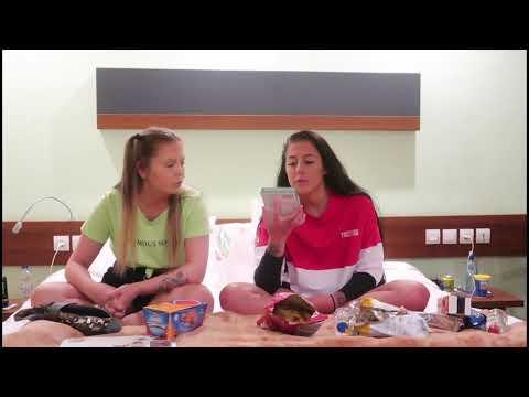 Ida og Frida smaker på gresk snacks!
