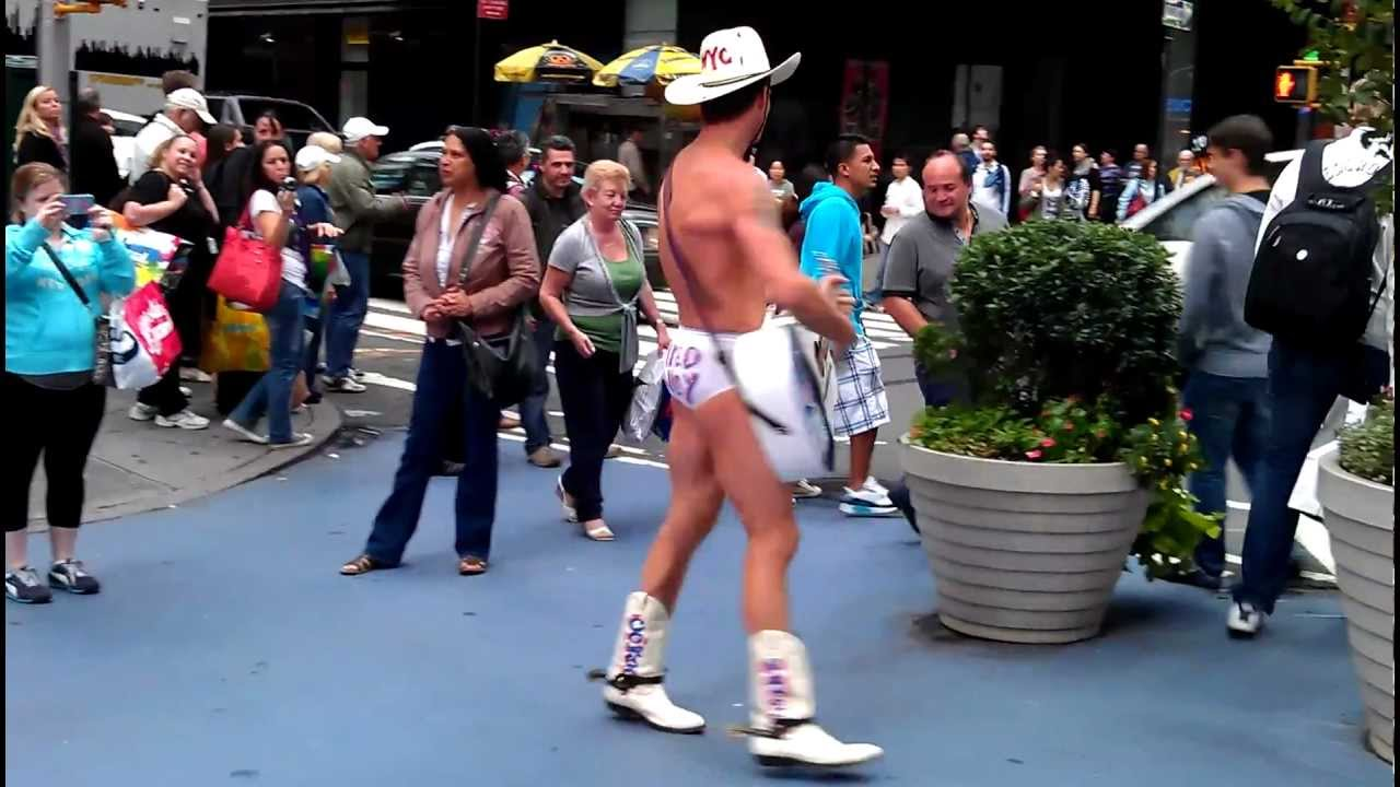 New York City Times Square - The Naked Cowboy 🤠 - BLE-TV