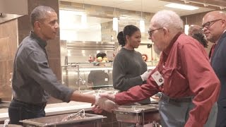 Obamas Serve Thanksgiving Dinners To Military Retirees