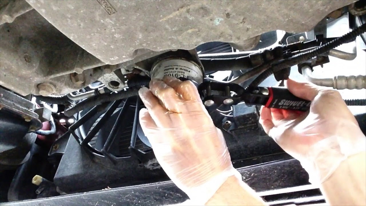 How To Change The Oil On A 2008 2011 Ford Focus Youtube