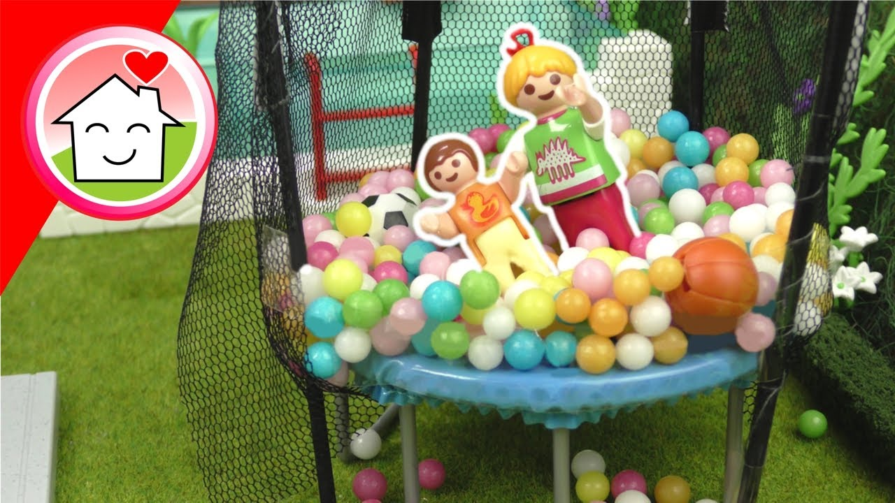 Playmobil Familie Hauser - Ein Bällebad im Trampolin - Sommer Geschichte mit Anna und Lena