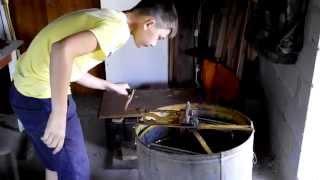 Откачка меда | Уроки старого пчеловода, всё о пчелах