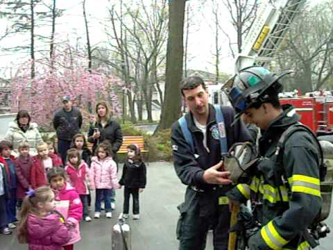 Manhasset-Lakeville F.D.  Co #4 visits my daughter's school